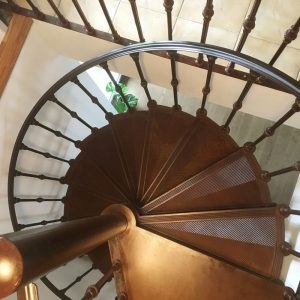 Spiral staircase Reims with 14 steps to the circle seen from top
